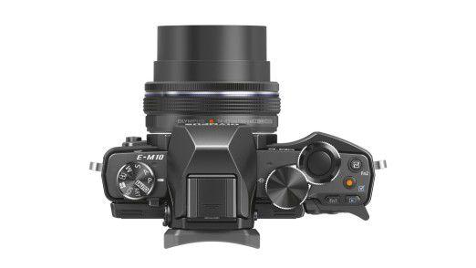 Auf Reisen zählt jedes Gramm. Hier eignen sich die kompakten Systemkameras Fujifilm X-E2, Olympus OM-D E-M10 (abgebildet) und Sony A6000.