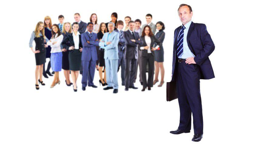 """Die Mitarbeiter schimpfen auf """"die da oben"""" und """"die da oben"""" auf """"die da unten"""". Und zwischen diesen beiden Fronten werden die operativen Führungskräfte aufgerieben. Denn sie müssen im Alltag dafür sorgen, dass der Betrieb läuft."""
