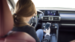 Bitkom-Umfrage: Fast jeder zweite Autofahrer liest SMS am Steuer - Foto: anidimi - Fotolia.com