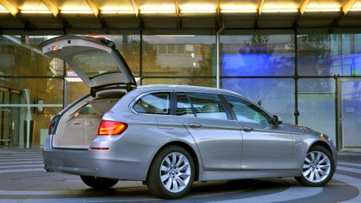 Ein ADAC-Mobilfunkexperte hat sich das Steuergerät des BMWs angeschaut und eine Lücke gefunden. Mit der nötigen Ausrüstung sei das Fahrzeug dann in wenigen Minuten geöffnet worden.