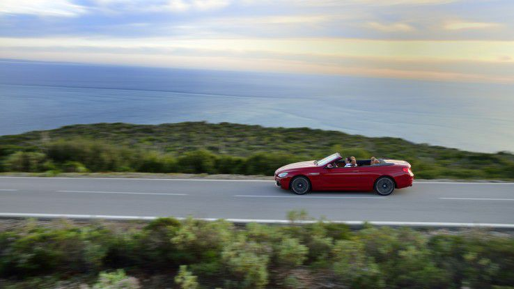 Kauft der Kunde das neue Cabrio oder nicht? Darüber entscheidet nicht zuletzt, wie zufrieden er mit dem Service des Händlers ist.