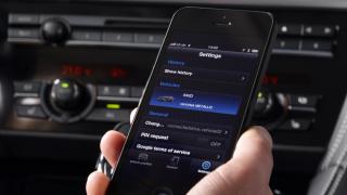 Das ist (nicht) erlaubt: Smartphone, Smartwatch & Co. im Auto - Foto: BMW AG