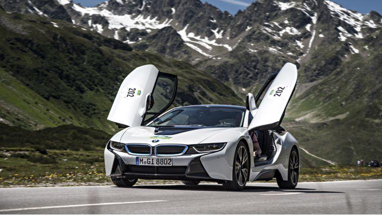 Auf die Tür: Der ADAC kann von außen auf die BMW i-Fahrzeuge wie zum Beispiel den BMW i8 zugreifen.