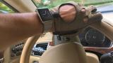 Test beim Autofahren: Mit der Apple Watch im Auto - Foto: Christian Vilsbeck