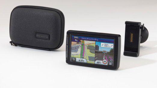 BMW Navigator V mit Tasche und PKW-Montagekit.