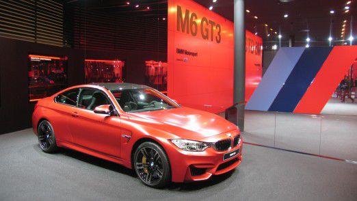 Am Messestand von BMW M auf der IAA 2015.