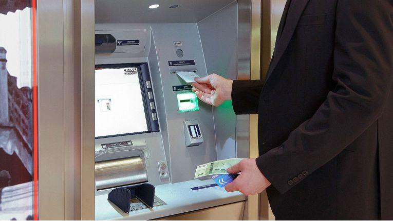 CINEO 4560: Ein Geldautomat von Wincor Nixdorf für Außen.