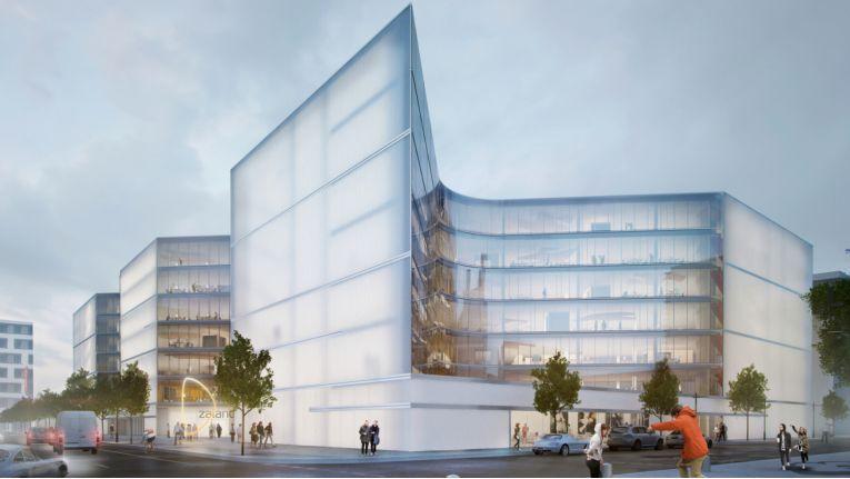 Zentraler Bau wird ein siebenstöckiges Gebäude nach einem Entwurf des Architekturbüros Henn. Der Spatenstich für die neue Unternehmenszentrale soll im 2. Quartal 2016 erfolgen.
