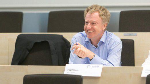 """Frank Nittka, CIO von Brita, Alumnus 2015/16, zum Basismodul in Düsseldorf: """"Meine Erwartungen wurden insbesondere durch die sehr interessanten und kurzweiligen Vorträge sowie die spannende Business-Simulation übertroffen."""" Zu China 2016: """"Ich habe ganz viel mitgenommen vom LEP wie die Intensität, die Abwechslung, die Qualität des Programms. Die Reise war für mich eine persönliche Bereicherung. Ich sehe China jetzt mit anderen Augen."""""""