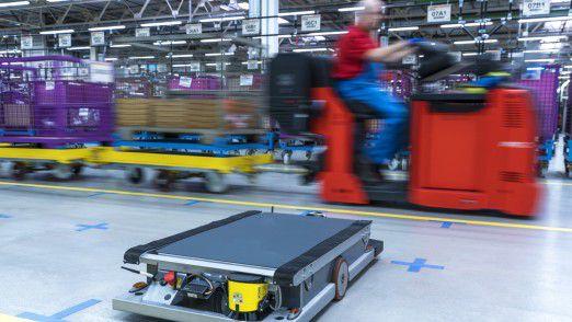 Selbstfahrender Roboter in der BMW-Versorgungslogistik.