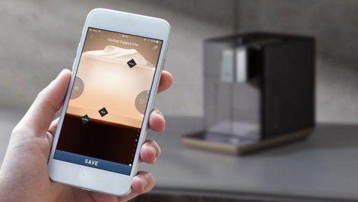 Die QBO-Kaffeemaschine von Tchibo setzt auf Spielerei: Per App lässt sich das gewünschte Verhältnis von Kaffee, Milch und Schaum einstellen.