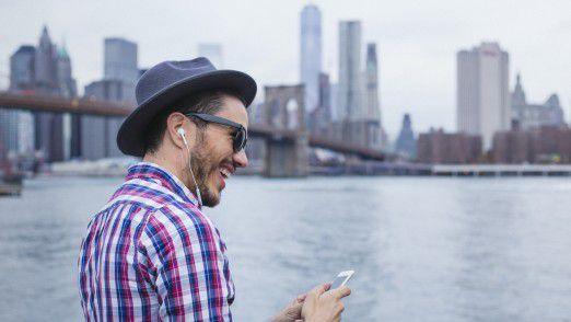 New York: Smartphone-Nutzer sollen sich künftig im Umfeld von 45 Metern zur Säule umsonst in das WLAN einloggen können.