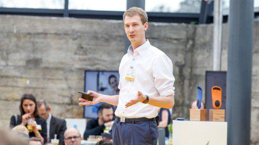 Gründer Michael Hübl formulierte auf dem Accenture Innovations Forum 2016 klare Forderungen an Konzerne.