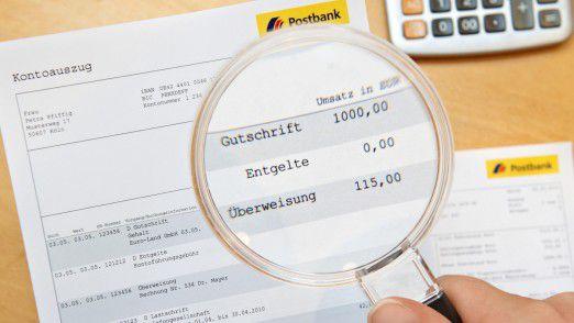 Die Postbank bietet Kostenlos-Konten nur noch für junge und reiche Kunden an.