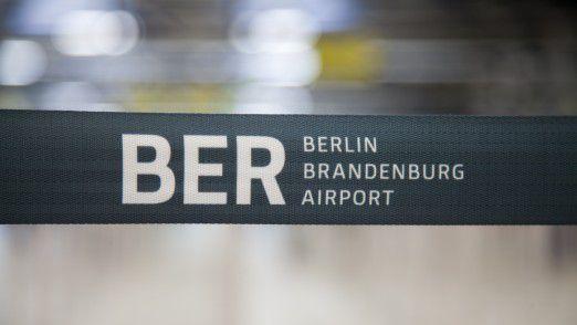 """Der leere Flughafen verschlingt jeden Monat 17 Millionen Euro an """"Betriebskosten"""". Zudem fehlen eingeplante Mieteinnahmen von 13 bis 14 Millionen Euro. Je länger die Verspätung, desto teurer wird es."""