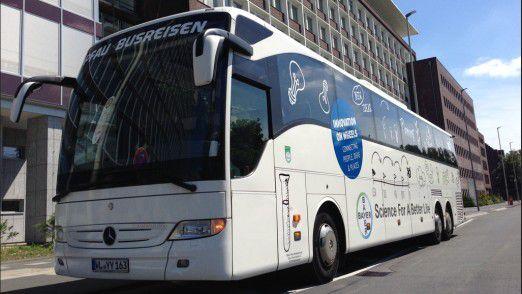 Bayer schickte ein Team aus Entscheidern per Bus an verschiedene Standorte, um mit den Kollegen vor Ort über die Verbesserung der Lieferkette zu sprechen.