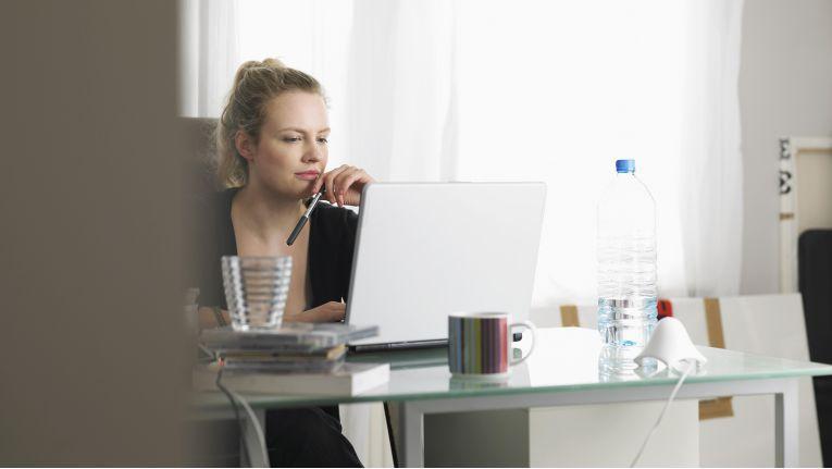 Bei gemeinsamer Nutzung eines Arbeitszimmers kann nun der Höchstbetrag von jedem Steuerpflichtigen in voller Höhe in Anspruch genommen werden.