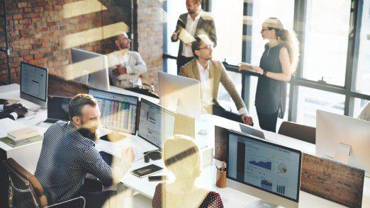 Wer viel Wert auf systematisches Networking legt, sollte regelmäßig ins Büro gehen.