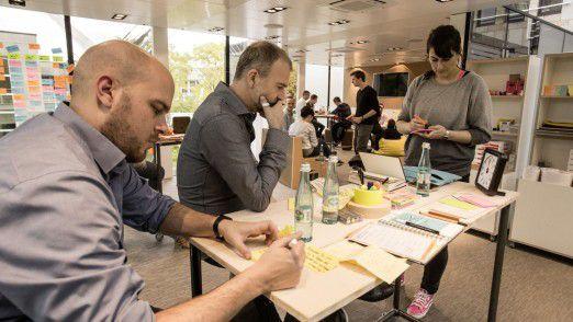 """Etwa 1000 Mitarbeiter werden bis Ende Dezember im Projekt """"Stella"""" Schnupperkursen und Tagesworkshops die Methode Design Thinking auf den zwei Etagen kennenlernen."""