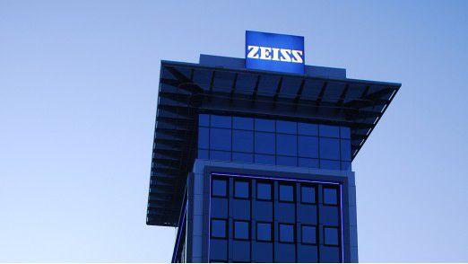 Carl Zeiss fertigt die smarte Brille für den Einsatz von Augmented Reality.