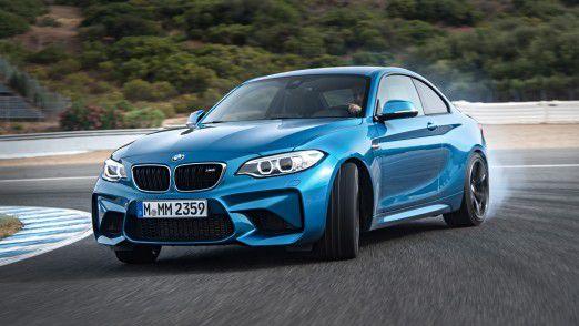 Um Freude am Fahren geht es in der Werbung für dieses BMW M2 Coupé.
