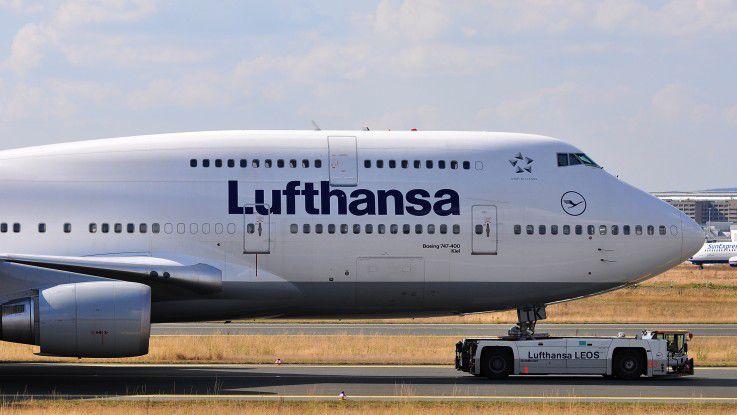 Mit Hilfe der API sollen auch interne Prozesse effizienter abgebildet werden – etwa durch die Übermittlung von Menüs und Lagerbeständen für das Catering im Flugzeug. Etwa 400 Entwickler aus 30 Ländern bauen bereits Lösungen auf Basis der Lufthansa Open API.