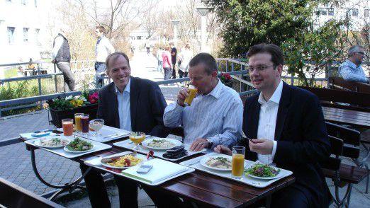 Alleine essen schadet dem Team - zweimal in der Woche sollten CIOs mit Managern aus den Fachabteilungen essen.