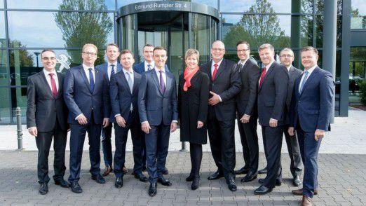 Auch Peugeot-Landeschef Benno Gaessler (vierter v. l.) muss das Unternehmen verlassen.