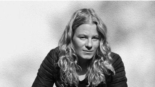 Die junge Fotografin und Journalistin Hannah Bahl stammt selbst aus der Generation Y. Sie tritt als Speakerin auf.