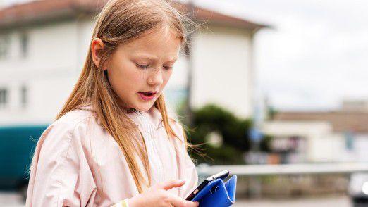 Kinder, die ein Smartphone täglich nutzen, haben ein erhöhtes Risiko für Konzentrationsschwäche und Hyperaktivität.