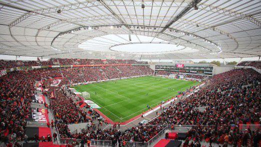 Im BayArena-Stadion finden bis zu 30.000 Fußballfans Platz.