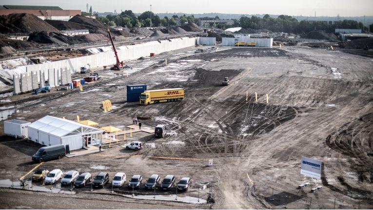 Um die aktuelle und künftige Paketlast sortieren zu können, baut DHL auf dem ehemaligen Opel-Werksgelände in Bochum ein weiteres Paketzentrum.