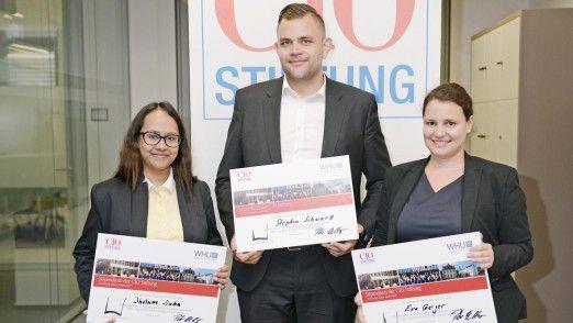 Die Gewinner des Young Talent Award 2017 (v. l. n. r.): Jhelum Sinha vom Bundesamt für Migration und Flüchtlinge, Stephan Schwarz von Festo und Eva Geiger von Siemens Healthcare.