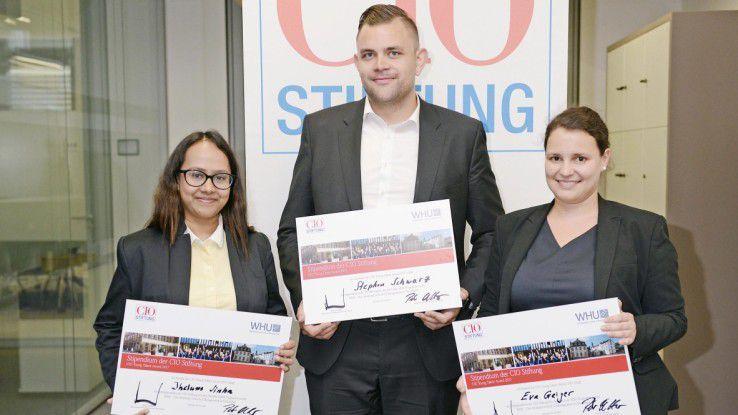 Die Gewinner des Young Talent Award (v. l. n. r.): Jhelum Sinha vom Bundesamt für Migration und Flüchtlinge, Stephan Schwarz von Festo und Eva Geiger von Siemens Healthcare.