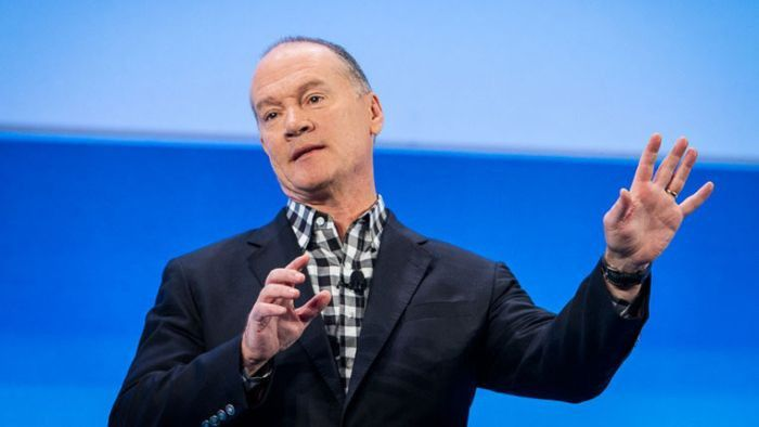 John Donovan ist CEO bei AT & T Communications.