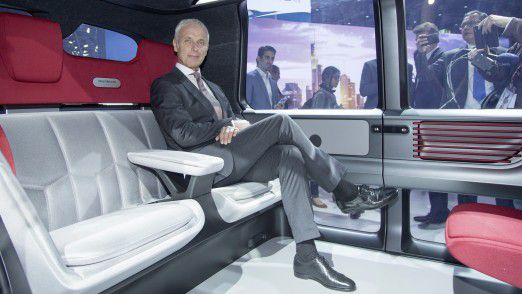 VW-Chef Matthias Müller in der Studie Sedric.