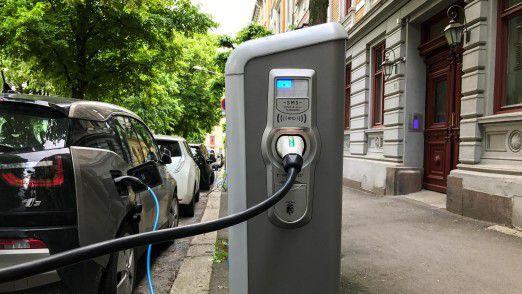 Ladesäule in Oslo: Der Elektrowagen-Boom in Norwegen bekommt einen Dämpfer.