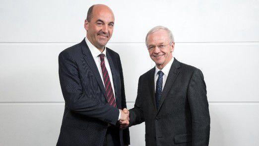 Stefan Dohler (links), Vorstandsvorsitzender der EWE AG, und Bernhard Bramlage, Vorsitzender des Aufsichtsrates der EWE AG.