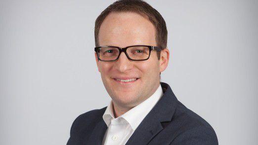 """Stefan Heizmann, CIO von Gühring, erhält für sein Projekt """"Gühring Digital 2025"""" den Sonderpreis """"Industrial Internet Award 2017""""."""