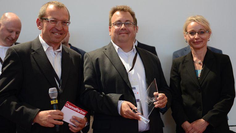 Oliver Matthiessen, Senior Service Manager, bei Nexinto (Mitte) freut sich über den 1. Platz im Best in eCommerce 2015-Wettbewerb, Kategorie: Erfolgreichste Performance-Verbesserung.