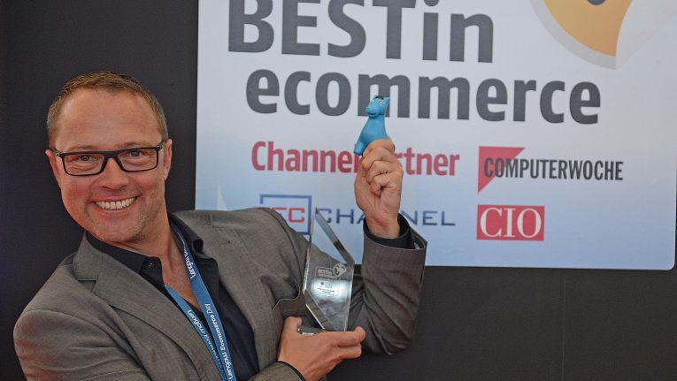 """tefan Bernauer von Lengow freut sich über seine """"Best-in-eCommerce""""-Award 2015 in der Kategorie Performance-Verbesserung."""