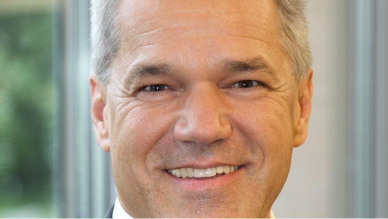 """""""Mit ihrer Bedarfsbündelung haben die Hochschulen ein optimales Preis-Leistungs-Verhältnis erzielt"""", erläutert Karl-Heinz Augustin, Geschäftsführer, Bechtle IT-Systemhaus Freiburg. """"Dieses Erfolgskonzept nun zu nutzen, um ein ressourcenschonendes Angebot breit auszurollen, ist vorbildlich."""""""
