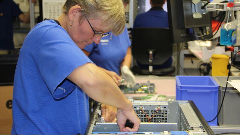 Seit 1989 werden im schwäbischen Sachsenhausen bei Extra Computer Rechner der Marke ''Exone'' produziert.