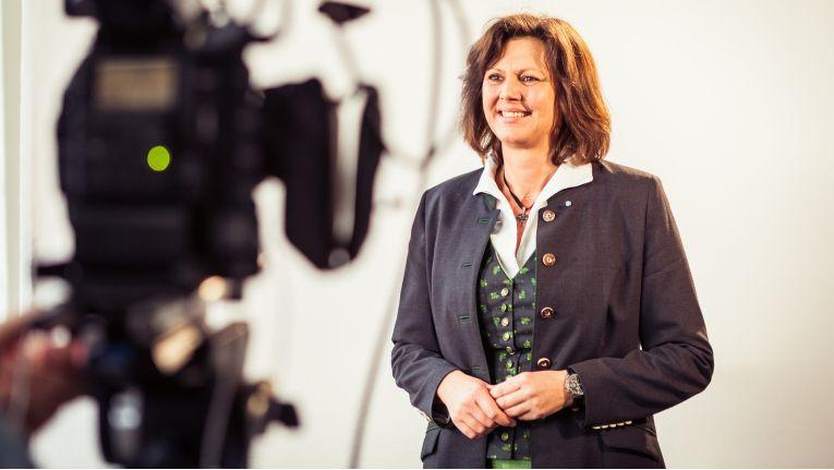 Schirmherrin und Unterstützerin von Bits & Pretzels 2015 ist die stellv. bayr. Ministerpräsidentin Ilse Aigner.