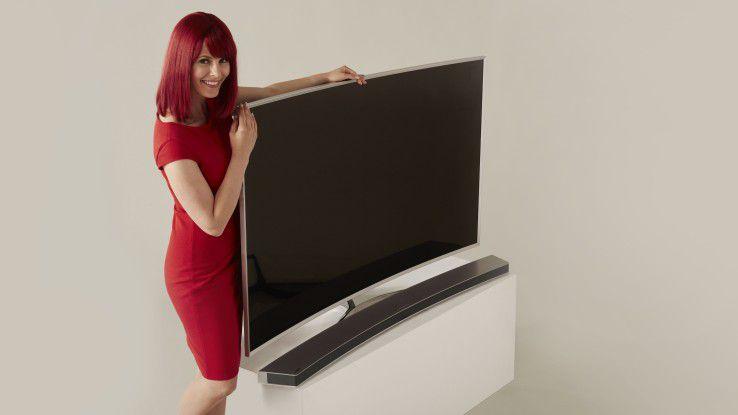 Der Trend zu gebogenen TV-Bildschirmen setzt sich auch in diesem Jahr fort.