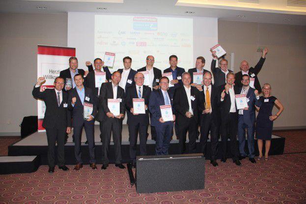Reihe oben, von links nach rechts: Dominik Carl und Michael Krämer (Krämer IT-Solutions), Frank Dittmar (Pan Dacom), Matthias Czok (Microstaxx), Günther Schiller (ACP), Dr. Heilfried Lohse (Interface:Systems), Christian Cramer (Systemhaus Cramer), Stephan Schmidt-Walkusch (Comparex). Reihe unten, von links nach rechts: Dr. Ronald Wiltscheck (ChannelPartner), Sven Eichelbaum (SVA Systemvertrieb Alexander), Oliver Schallhorn (Fritz & Macziol), Rüdiger Zeyen (Conet Group), Stefan Hischer und Henning Heimann (Stemmer), Dr. Thomas Simon mit Marcus Jahnke und Florian Schenk (IT-Haus), Regina Böckle (ChannelPartner)