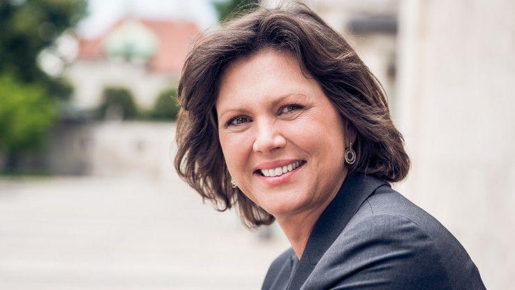 """Ilse Aigner, stellvertretende Ministerpräsidentin und Bayerische Staatsministerin für Wirtschaft und Medien, Energie und Technologie, ist seit 2015 Schirmherrin des Wettbewerbs """"CIO des Jahres""""."""