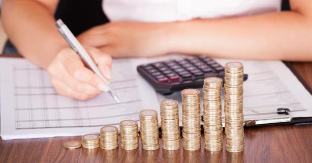 Steuern zahlen schwer gemacht: Neulich ... beim Finanzamt - Foto: Andrey Popov - shutterstock.com