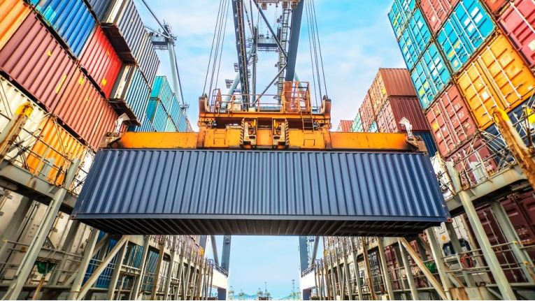 In Deutschland wird mehr exportiert als importiert.