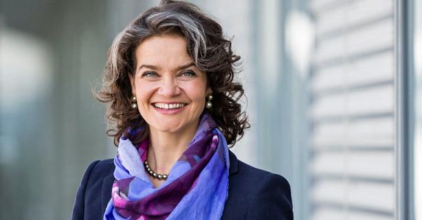 """Telekom-Vorstand Claudia Nemat: """"Wir brauchen keine Pavian-Felsen"""" - Foto: Telekom"""